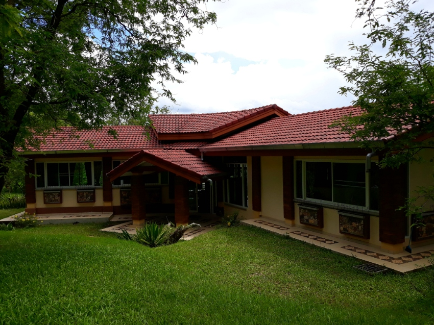 House 2 Bedrooms and 2 bathrooms in the hill only 4 km from Chiang Rai